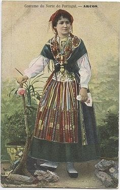 Arcos : Costume do Norte Art Costume, Folk Costume, Costumes, Traditional Fashion, Traditional Outfits, Portuguese Culture, Minho, Old Postcards, Vintage Photographs