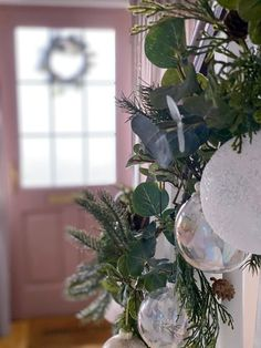 Five steps to simple but beautiful contemporary Christmas garlands, pimped with fresh pine, eucalyptus and baubles. Christmas Garlands, Pine, Glass Vase, Fresh, Table Decorations, Contemporary, Heart, Simple, Beautiful