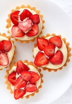 Strawberry tarts with crème pâtissière Fun Baking Recipes, Cake Recipes, Snack Recipes, Cooking Recipes, Sweet Pie, Sweet Tarts, Polish Recipes, Cake Decorating Techniques, Food Cakes