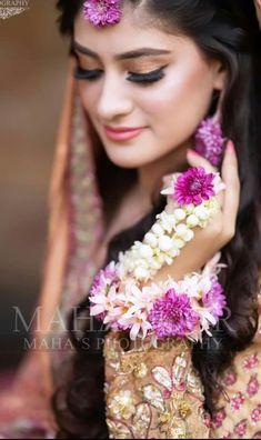 Mehndi Brides, Beauty Full Girl, Crown, Jewelry, Dresses, Fashion, Vestidos, Moda, Corona