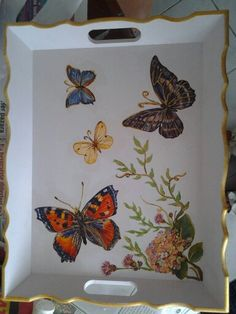 Resultado de imagen para bandejas decoradas China Painting, Tole Painting, Ceramic Painting, Painting On Wood, Diy And Crafts, Arts And Crafts, Paper Crafts, Caracole Furniture, Antique Booth Ideas
