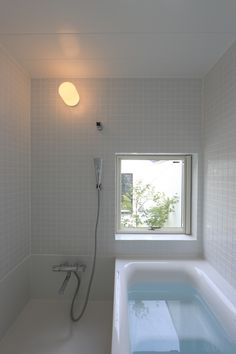 【O-uccino】TOTOハーフユニットバス|建築家・石川淳さんのブログ Japanese Home Design, Japanese House, Bathroom Toilets, Washroom, Japanese Bathroom, Asian Bathroom, Bedroom Minimalist, Bathtub Shower, Wet Rooms