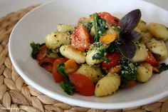 muc.veg Vegan Gnocchi with spinach, carrots, cherrytomatoes and cashewparmesan... yummy