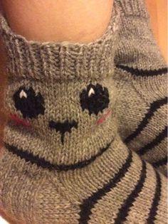 Knitting Socks, Baby Knitting, Teen Stockings, Handicraft, Fingerless Gloves, Arm Warmers, Knitting Patterns, Slippers, Teddy Bear