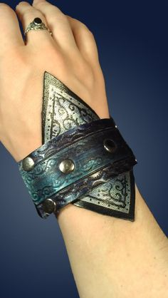 Nifty bracelet/cuff: again, a mage character thing