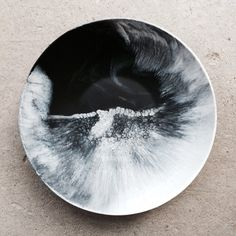 [Martha Sturdy bowl in black and white resin] Ceramic Clay, Ceramic Plates, Pottery Plates, Ceramic Pottery, Earthenware, Stoneware, Dining Ware, Flow Painting, Glazing Techniques