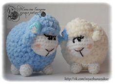 Пушистая овечка — работа Татьяны Сакадиной. Вязание крючком.