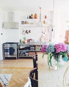 Hemma! ✨ Bar Cart, Furniture, Home Decor, Decoration Home, Room Decor, Home Furnishings, Home Interior Design, Home Decoration, Interior Design