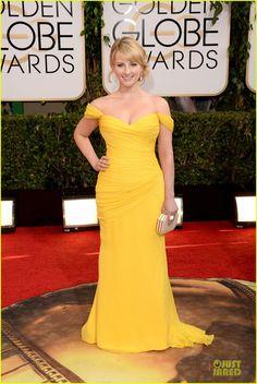 Melissa Rauch in Romona Keveza // Golden Globe Awards