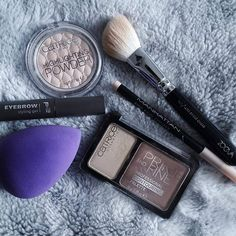 New Blogpost on nordictalking.com!  This week it is about new products within my collection if decorative cosmetics.   #blogpost#potd#picoftheday#strobing#contouring#blogger#happyme#instagirl#haul#cosmetichaul#cosmetics