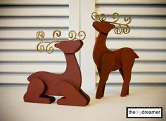 How to make Wooden Glitter Reindeer Christmas Craft Projects, Christmas Decorations, Christmas Ornaments, Holiday Decor, All Things Christmas, Christmas Holidays, Christmas Ideas, Wooden Reindeer, Quick And Easy Crafts