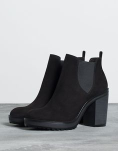 Ankle boots elasticated insert - All About Fashion Pretty Shoes, Beautiful Shoes, Cute Shoes, Best Cowboy Boots, Bootie Boots, Shoe Boots, Calf Boots, Black Ankle Boots, Black Booties