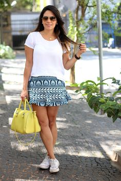look casual saia estampada claudinha stoco 1 Look: Saia Estampada e Tênis!