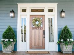 Farmhouse style entryway entrance the doors 67 ideas Exterior Colors, Exterior Paint, Exterior Design, Craftsman Door Exterior, Navy House Exterior, Exterior Windows, Exterior House Lights, Door Design, Exterior Siding