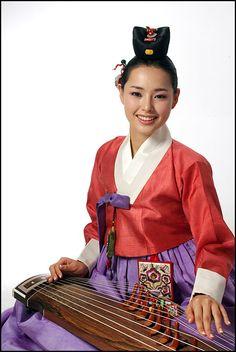 Gayageum 가야금 korean musical instrument.  #missuniverse #hanilee #hanbok