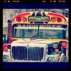 Clásicos buses urbanos con colores que llaman la atención y diversidad de adornos. Antigua Guatemala, Diversity, Ornaments, Colors