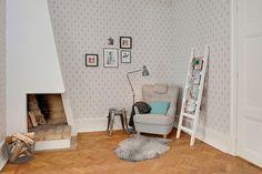 Уютный уголок с камином   #белый #камин #угол