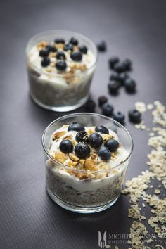 Overnight Oats with Chia and Blueberries In summer this overnight oats recipe is super easy and quick to prepare. It ensures a healthy start to the day for your whole family and is cheap too! Vegetarian Breakfast Recipes, Savory Breakfast, Sweet Breakfast, Breakfast Dishes, Breakfast Ideas, Mexican Breakfast, Breakfast Sandwiches, Breakfast Pizza, Breakfast Cookies