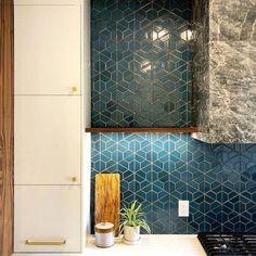 tiles Ideas 45 Upgrade Your Kitchen With These Amazing Backsplash Ideas Ceramic Tile Backsplash, Blue Backsplash, Backsplash Ideas, Kitchen Splashback Ideas, Backsplash Design, Wall Tile, Terrazzo, Raskog Ikea, Heath Ceramics Tile