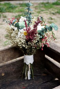 Completa tu look de boda con este especial ramo. Delight all your guests with this amazing of flowers Check other tips in our boards My Perfect Wedding, Dream Wedding, Wedding Tips, Floral Wedding, Rustic Wedding, Bride Bouquets, Bridal Flowers, Dried Flowers, Pretty Flowers