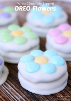 White Chocolate Dipped Oreo Flowers Treat Recipe Idea - Somewhat Simple recipes dessert recipes dessert brunch recipes dessert cake recipes dessert easy recipes dessert kids recipes dessert video Bake Sale Treats, Bake Sale Recipes, Cookie Recipes, Dessert Recipes, Vegan Recipes, Oreo Pops, Easter Cookies, Easter Treats, Easter Food