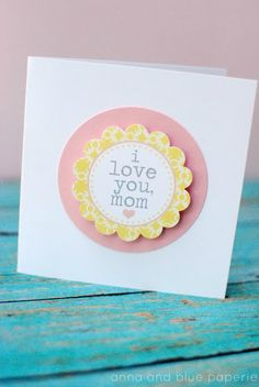 Simple, cute FREE printable mothers day card.  Use the flower in the center of the card for cupcake decorations - its a theme!