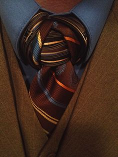 This two tie combination is very similar to a Vidalia Knot