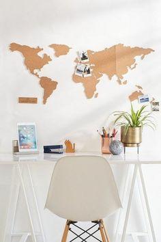 weltkarte selber machen aus kork, korkplatten, stuhl, schreibtisch, fotos