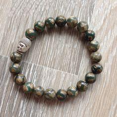 Armband van 8mm groen agaat in Tibet style metalen Boeddha kraal. Van JuudsBoetiek, te bestellen op www.juudsboetiek.nl.