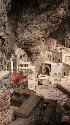 Sumela Monastery in Trabzon, Turkey Places To Travel, Places To See, Places Around The World, Around The Worlds, Wonderful Places, Beautiful Places, Trabzon Turkey, Beau Site, Turkey Travel