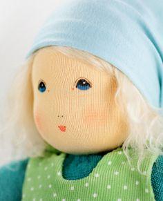 Die Lotti von #Nanchen - Da wird einem doch warm ums Herz - http://www.echtkind.de/puppen-und-zubehoer/puppe-lotti-von-nanchen-natur.html