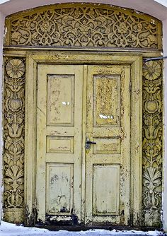 Russian Huts, beautiful wooden door, ornaments, detail, decay, weathered, cracks, architechture, photo