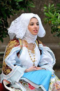 Остров Сардиния. Традиционный женский костюм.