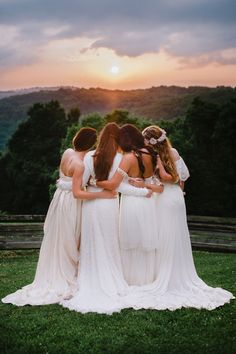 34 Ideas Wedding Bridesmaids Photos Friends For 2019 Wedding Picture Poses, Wedding Poses, Wedding Shoot, Wedding Scene, Wedding Beach, Church Wedding, Wedding Ceremony, Rustic Wedding, Trendy Wedding