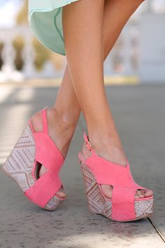 These wedges are perfection! The gorgeous pink color is sure to add a pop of color to any outfit and the design on the heel is so unique!