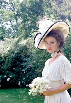 "hollywoodlady: ""Jane Seymour for Somewhere in Time, 1980 "" Somewhere In Time, Classic Actresses, Classic Movies, Lady Jane Seymour, Jane Seymour Movies, James Bond Girls, The Scarlet Pimpernel, Dr Quinn, Christopher Reeve"