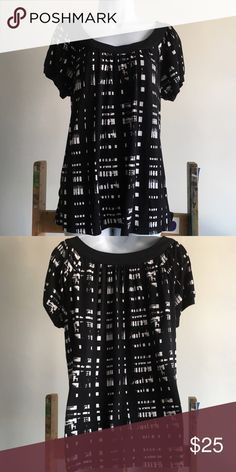 Black & white abstract plaid loose cotton top Black & white abstract print flowy cotton top. Wear it loose or cinched with a belt for a chic comfortable look. Pre-loved, great condition- no visible damage. MICHAEL Michael Kors Tops Blouses