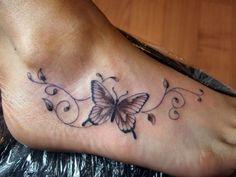 Tatuaggi sul piede. Tende ad essere una parte molto comune per fare tatuaggi. Piccole o grandi disegni. Per gli uomini o le donne.