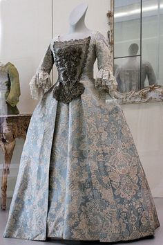 Silk Gown with Lace Pattern, 1730; Germanic National Museum in Nuremberg
