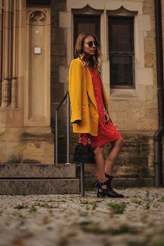 Modeblog Sariety Riani Dress Fashion Week Berlin Spitzenkleid gelber Blazer yellow Jacket Fiesta Rianista Color Blocking Fashionblogger_8