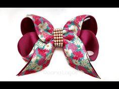 Laço boutique com duas pontas - YouTube Ribbon Hair Bows, Diy Hair Bows, Diy Bow, Ribbon Bow Tutorial, Hair Bow Tutorial, Handmade Hair Accessories, Girls Hair Accessories, Bow Making Tutorials, Kanzashi Tutorial
