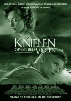KNIELEN OP EEN BED VIOLEN is een film van Ben Sombogaart uit 2016 naar de gelijknamige roman van Jan Siebelink. In de hoofdrollen Barry Atsma, Noortje Herlaar en Marcel Hensema.