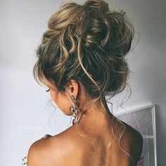 The prettiest messy bun I've ever seen.  #love  Credit: @ulyana.aster