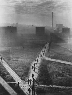 Erno Vadas, Factory, 1955 silver print Courtesy of Vintage Gallery, Budapest - so depressing & reminds me of my life in communism Industrial Photography, Dark Photography, Black And White Photography, Street Photography, Portrait Photography, Great Photos, Old Photos, Vintage Gallery, Foto Art