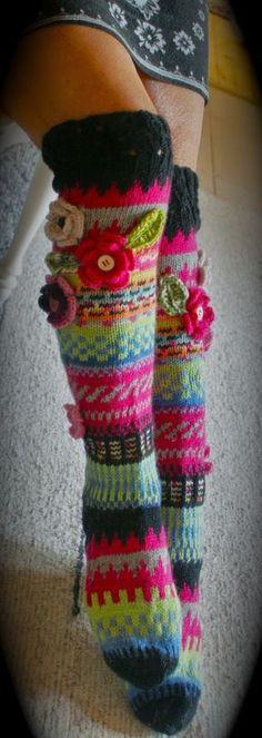 Villasukat, design Anelma Kervinen, Finland Loom Knitting, Knitting Socks, Hand Knitting, Knitting Patterns, Crochet Patterns, Crochet Slippers, Knit Crochet, Knitting Projects, Crochet Projects