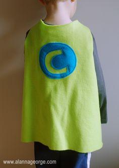 Capas de superhéroes... Ideal para Halloween o vestir al cumpleañero que tanto ama a los superhéroes...