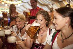 Concours de Dirndl pour l'Oktoberfest Paris 2016 #biere #beergirls