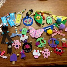 Large assortment of girl scout swaps Girl Scout Swap, Girl Scout Leader, Girl Scout Troop, Brownie Girl Scouts, American Heritage Girls, Girl Scout Activities, Girl Scout Camping, Girl Scout Juniors, Daisy Girl Scouts