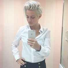 """Gefällt 3,418 Mal, 104 Kommentare - @brittenelle auf Instagram: """"My hair almost matches my shirts at this point."""""""