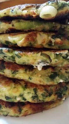 Pancakes με λαχανικά !!!! ~ ΜΑΓΕΙΡΙΚΗ ΚΑΙ ΣΥΝΤΑΓΕΣ 2 Greek Recipes, Veggie Recipes, Vegetarian Recipes, Cooking Recipes, Healthy Recipes, Greek Cooking, Fast Easy Meals, International Recipes, Food To Make